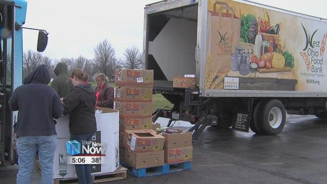 The food bank is giving away more than 8,000 pounds offree produce and bread