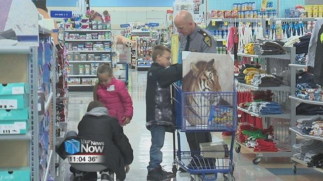 85 children from the area were bused out to the Lima Meijer to join officers as they made a Christmas list for themselves and other members of their families